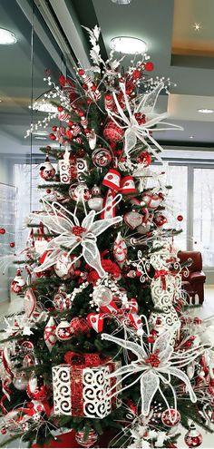 Christmas Tree ● Red & White