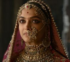 """Padmaavat"": Did Deepika Padukone Get Paid More Than Ranveer Singh, Shahid Kapoor? Bollywood Fashion, Bollywood Actress, Padmavati Movie, Movie Cast, Deepika Padukone Style, Deepika Ranveer, Aishwarya Rai, Nose Jewelry, India Jewelry"