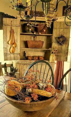 primitive homes decor Primitive Homes, Primitive Kunst, Primitive Dining Rooms, Primitive Kitchen, Primitive Furniture, Primitive Antiques, Country Primitive, Primitive Decor, Primitive Bedroom
