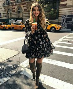 Mini vestido floral com bota over the knee OOTD Magazine Floral mini dress with boot over the knee O Dress Outfits, Casual Outfits, Cute Outfits, Fashion Outfits, Womens Fashion, Dress Fashion, Dress Clothes, Pretty Outfits, Beautiful Outfits