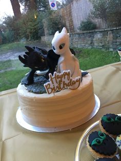 trendy ideas for how to train your dragon cake ideas hiccup Dragon Birthday Cakes, Dragon Birthday Parties, Dragon Cakes, Dragon Party, How To Train Dragon, How To Train Your, Toothless Cake, Toothless Party, Party Fiesta