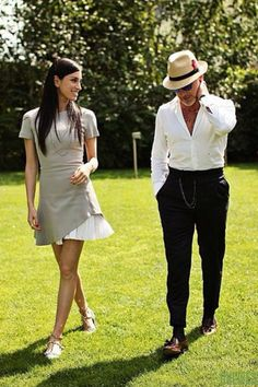 Discover the details that make the difference to the best street style, unique people with lots of style - Pin Coffee Fashion Couple, Look Fashion, Mens Fashion Hats, Old Man Outfit, Italian Mens Fashion, Italian Style Men, Cool Street Fashion, Street Style, Stylish Men