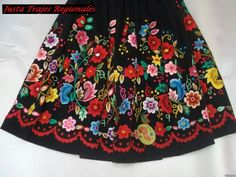 Refajo Murciano Diy Tops, Folk Embroidery, Mexican Folk Art, Pretty Patterns, Traditional Outfits, Skirts, Floral, Folk Clothing, Murcia