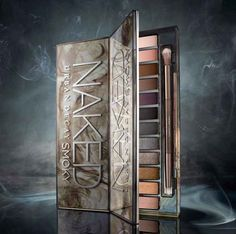 This is definately going in my #wishlist!!!!!!  #UrbanDecay #NakedSmoky   The eyeshadow colors are specifically designed to create the perfect smoky eye.