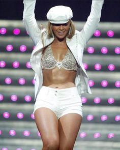 Estilo Beyonce, Beyonce Style, Queen B, Lady, Tours, Crop Tops, Instagram, Cute, Women