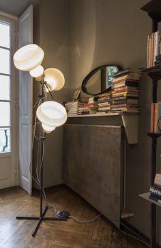 Blob _design Gino Carollo  Ideale in ambienti ricchi di personalità, sia moderni che classici, la lampada Blob è concepita come oggetto di arredo di inconfondibile originalità.