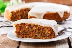 This scrumptious easy carrot cake recipe was given to me by Michelle, my dear friend Chrissy's daughter. Low Fat Carrot Cake, Easy Carrot Cake, Healthy Carrot Cakes, Low Fat Desserts, Easy No Bake Desserts, Frosting Recipes, Cake Recipes, Dessert Recipes, Food Cakes