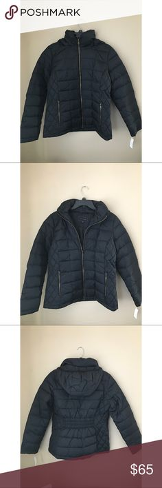 NWT Black Puffer Jacket New with tags black puffer jacket! Size women's large. Original price $120, as indicated in tags. Zipper closure, hooded, zipper pockets. Metaphor Jackets & Coats Puffers