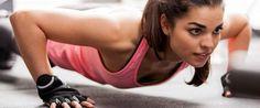 flexão é um excelente exercício para modelar o corpo e pode ser feito em casa