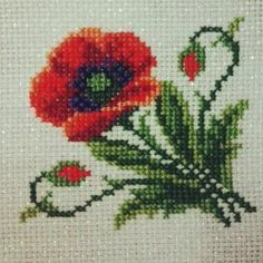 This Pin was discovered by Işı Easy Cross Stitch Patterns, Simple Cross Stitch, Cross Stitch Flowers, Cross Stitch Kits, Cross Stitch Designs, Beaded Embroidery, Cross Stitch Embroidery, Knitted Coat Pattern, Flower Chart