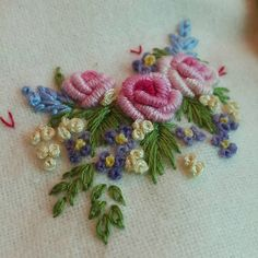 Wonderful Ribbon Embroidery Flowers by Hand Ideas. Enchanting Ribbon Embroidery Flowers by Hand Ideas. Brazilian Embroidery Stitches, French Knot Embroidery, Hand Embroidery Flowers, Wool Embroidery, Hardanger Embroidery, Types Of Embroidery, Hand Embroidery Stitches, Silk Ribbon Embroidery, Hand Embroidery Designs