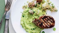 Koteletter med løgvinaigrette og grøn mos | Femina