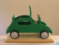 Ado speelgoed - kever Wood Projects, Craft Projects, Projects To Try, Retro Toys, Vintage Toys, Green Beetle, Wooden Car, Wood Toys, Cool Cars
