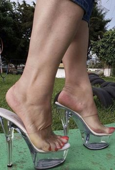 Sexy Legs And Heels, Hot High Heels, Platform High Heels, High Heels Stilettos, Stiletto Heels, Transparent Heels, Botas Sexy, Pantyhose Heels, Beautiful High Heels