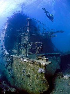 Russian Moma Class Elint Surveillance vessel, close to the Sudanese/Egyptian border. 25m deep. Al Bahr al Ahmar, Egypt. (Photo by Adam Horwood) www.flowcheck.es Taller de equipos de buceo #buceo #scuba #dive