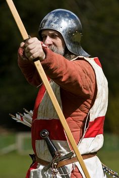Archer by alexstanhope Medieval Archer, Medieval Life, Medieval Fantasy, Battle Of Agincourt, High Middle Ages, Vikings, Templer, Wars Of The Roses, Traditional Archery