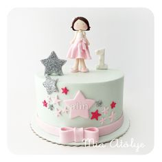 Star themed first birthday cake for girls Baby Birthday Cakes, Birthday Cookies, 1st Birthday Girls, Pretty Cakes, Cute Cakes, Beautiful Cakes, Fondant Cakes, Cupcake Cakes, Girly Cakes