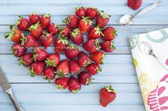 Getting ready for the #summer! #strawberries #heart #love #foodphotography - www.flaviamorlachetti.com
