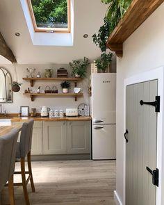 Home Decor Kitchen, Interior Design Kitchen, Country Kitchen, Home Kitchens, Wholesale Home Decor, Küchen Design, Home Decor Furniture, House Rooms, Home Renovation
