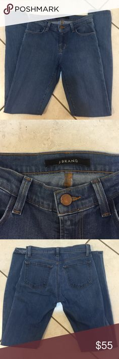 "J Brand Super Skinny Jeans in Medium wash SZ 25 Like new!!!! J Brand Super Skinny Jeans size 25. These jeans are mid rise, medium wash blue. Inseam 30"". Super stretch material. J Brand Jeans Skinny"