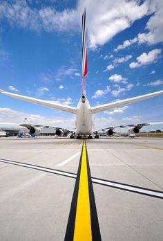 Magnifique A380 Air France, Air Inter, International Civil Aviation Organization, Airport Design, Airline Travel, Aircraft Photos, Commercial Aircraft, Inspiring Women, Rockets