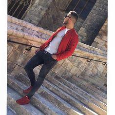 J'en ai vue de toutes les couleurs 🔴🔵 #french #frenchboy #frenchstyle #fashionstyle #street #streetstyle #otd #ootd #lookdujour #photodujour #photooftheday #thursday #sun #spring #frenchink #lifestyle #rouge #red #redstyle #nike #zara #zaramen #zaraaddict #bomber #sunglasses #marcjacobs #photooftheday #blog #mode #moda @fashion1boy