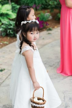 Saphire Estate | Sharon, Massachusetts | Flower Girls | New England Summer Wedding Photo | Lovely Valentine Photography