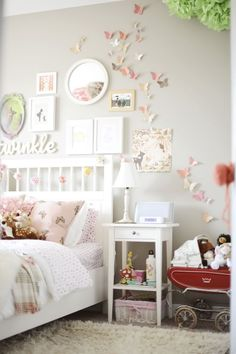 teenager zimmer mädchen schmetterlinge wand deko The post Cute Bedroom Design Ideas For Kids And Playful Spirits appeared first on Kinderzimmer Dekoration. Teenage Girl Bedrooms, Teen Bedroom, Mirror Bedroom, Girls Fairy Bedroom, Diy Bedroom, Bedroom Apartment, Kids Bedroom Girls, Girls Pink Bedroom Ideas, Simple Girls Bedroom