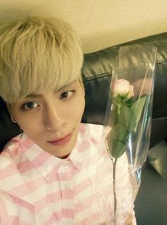 Group SHINee's member Jonghyun took a picture with a rose on Coming-Of-Age Day. http://www.kpopstarz.com/articles/92092/20140520/shinee-jonghyun-rose-on-coming-of-age-day.htm