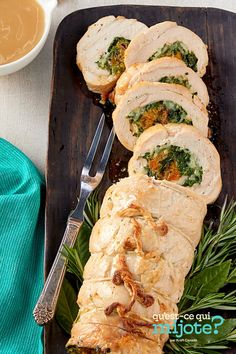 Rôti de dinde farci #recette Turkey Roulade, Bacon, Seasonal Celebration, Fresh Rolls, Roulade Recipe, Special Occasion, Easy Meals, Dishes, Ethnic Recipes