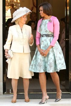 Pin for Later: The Obama Family's Many Overseas Adventures In May First Lady Michelle Obama chatted with Camilla, Duchess of Cornwall, as they left London's Winfield House. Michelle Obama Photos, Michelle Obama Fashion, Michelle And Barack Obama, Durham, Barack Obama Family, Obamas Family, Princesa Real, American First Ladies, Camilla Parker Bowles