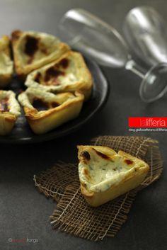 Tortine salate al formaggio e rosmarino