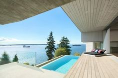 Sunset House by McLeod Bovell Modern Houses Designed in 2015 by McLeod Bovell Modern Houses, this modern residence is located in West Vancouver, Canada. Swimming Pool Designs, Swimming Pools, Patio Design, House Design, Best Architects, Modern Pools, Minimal Home, Modern Architecture, Vancouver Architecture
