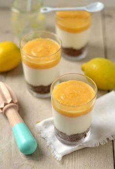 Het recept voor ontzettend MAKKELIJK toetje namelijk een citroen cheesecake in een glaasje. Een heerlijk toetje wat ook nog eens makkelijk is om te maken!