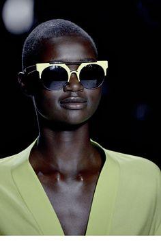 eee89e82c Diane von Furstenberg Óculos Escuros Estilosos, Óculos Gigantes, Óculos De  Sol Espelhados, Óculos