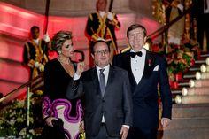 PARIJS - Koning Willem-Alexander en koningin Máxima hebben vrijdagavond, 11-3-2016, afscheid genomen van de Franse president François Hollande. Dat gebeurde verrassenderwijs voor het concert en de receptie die het koningspaar hem wilden aanbieden in kunstmuseum Petit Palais in Parijs.