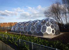 Un invernadero modular que imita a los erizos de mar  Este diseño futurista de invernadero se ha instalado en la Academia Sur de Bristol, que imparte clases de horticultura.
