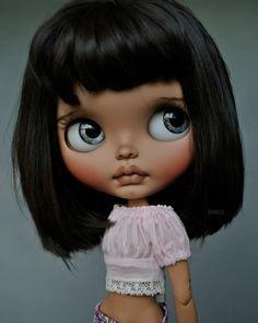 I can't believe she's on the way to me can't wait to have her home! My second beautiful Suedolls and she's tan skin my fav ❤️ Ooak Dolls, Blythe Dolls, Barbie Dolls, Pretty Dolls, Beautiful Dolls, Bratz, Kawaii Doll, Doll Repaint, Tan Skin
