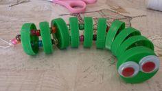 Cobrinhas lindas e coloridas feitas com tampinhas plásticas de refrigerantes, amaciantes e outros   ligadas com arame e miçangas  ...