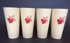 VINTAGE SET OF 4 NASKO STRAWBERRY + CREAM PLASTIC TUMBLER CUPS EUC VTG