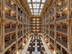 """""""George Peabody Library"""" en Baltimore, Estados Unidos (Maryland)."""