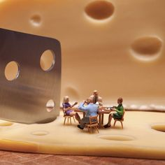 Minimize Food Miniature Diorama By William Kass. Toy People, People Art, Miniature Photography, Toys Photography, Miniature Calendar, Tiny World, Human Art, Photo Effects, Little People