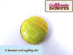 "Malibu: Tο αγαπημένο σου ποτό ξεχειλίζει μέσα από το πιο φρέσκο donut της πόλης! Μη χάσεις το νέο ""Malibu"" με επικάλυψη πράσινη ανοιχτή, πορτοκαλί πινελιές και γέμιση κρέμα Malibu."