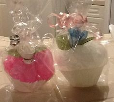 Cupcake bath scrubbies with soap roses.