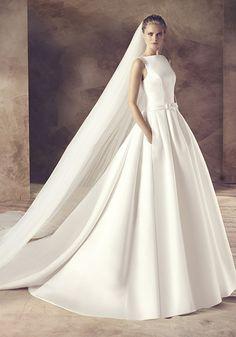 Avenue Diagonal 2016 Collection   Elegant Lace Wedding Dress with Beautiful Chapel Train - Hong Kong   LMR Weddings