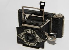 Tiny Ensign Midget 33 camera, in pretty good condition. Vintage Love, Vintage Travel, Vintage Style, Retro Vintage, Old Cameras, Vintage Cameras, White Photography, Photography Tips, Camera Lucida