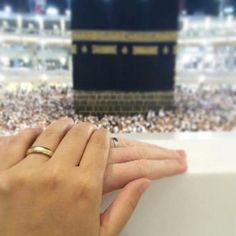 Uploaded by Princesse. Find images and videos about mekka, couple and islam on We Heart It - the app to get lost in what you love. Couple Musulman, Mains Couple, Couple Holding Hands, Couple Goals, Couple Pics, Cute Muslim Couples, Cute Couples, Mekka Islam, Muslim Couple Photography