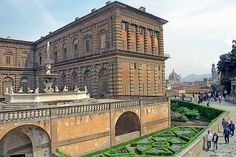 The Palazzo Pitti was Europe's grandest residence when it housed the Medicis. Wow... wow... wow. Amazing that it was home to the Medici families.