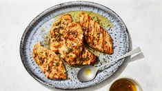 Grilled Chicken Breasts with Lemon-Thyme Sauce Yummy Pasta Recipes, Chicken Recipes, Dinner Recipes, Weeknight Recipes, Lemon Chicken, Grilled Chicken, Grilling Recipes, Cooking Recipes, Fish And Meat
