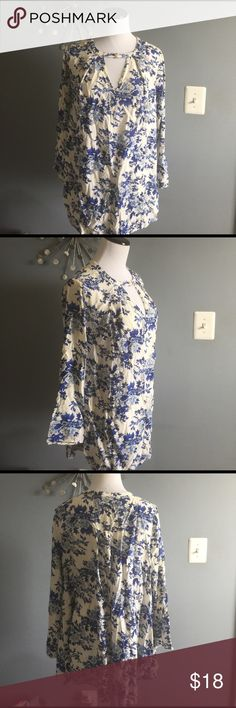 Floral boho tunic/mini dress Worn twice. Really cute for spring and summer en creme Dresses Mini